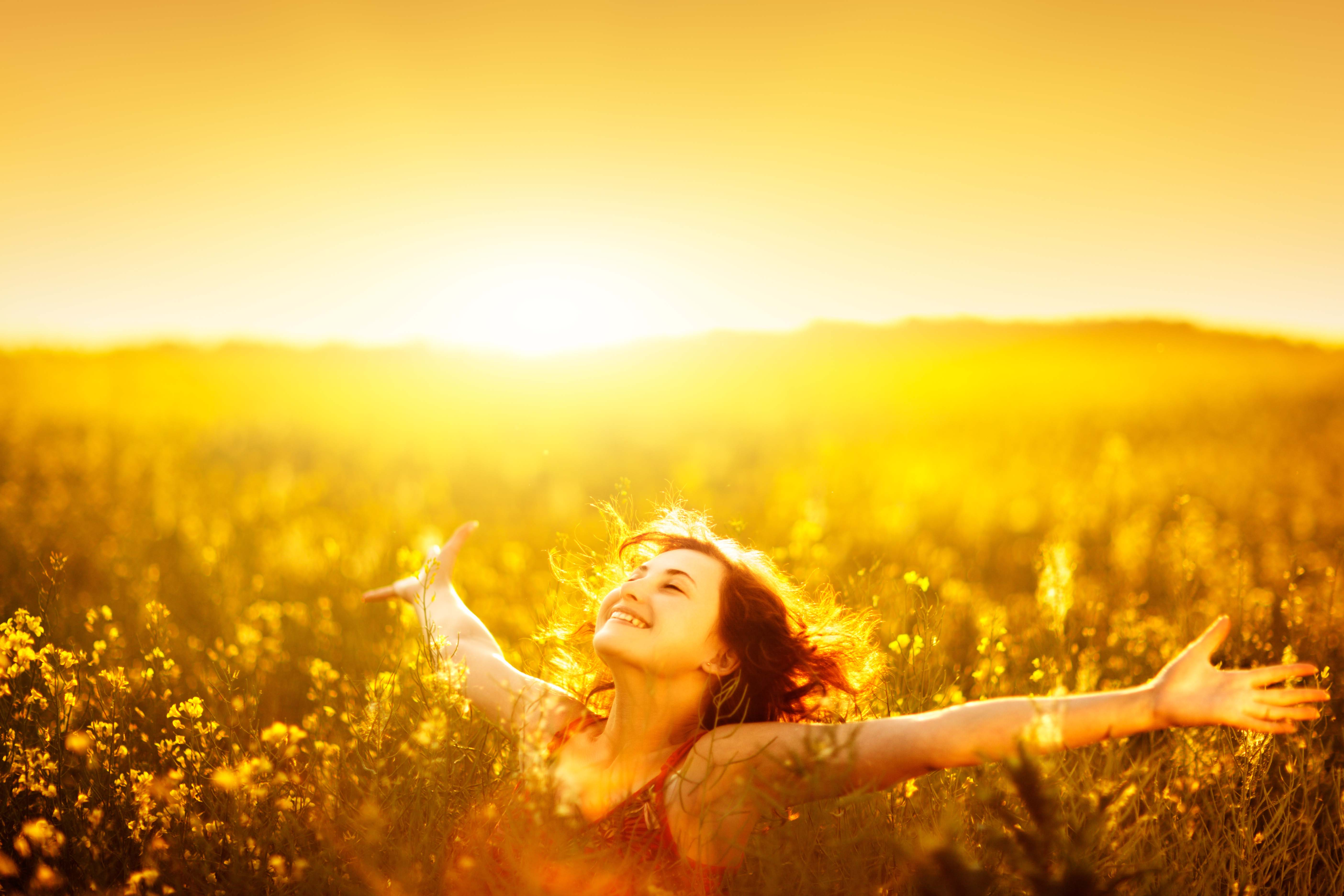 infrared-light-therapy-sunlight-woman