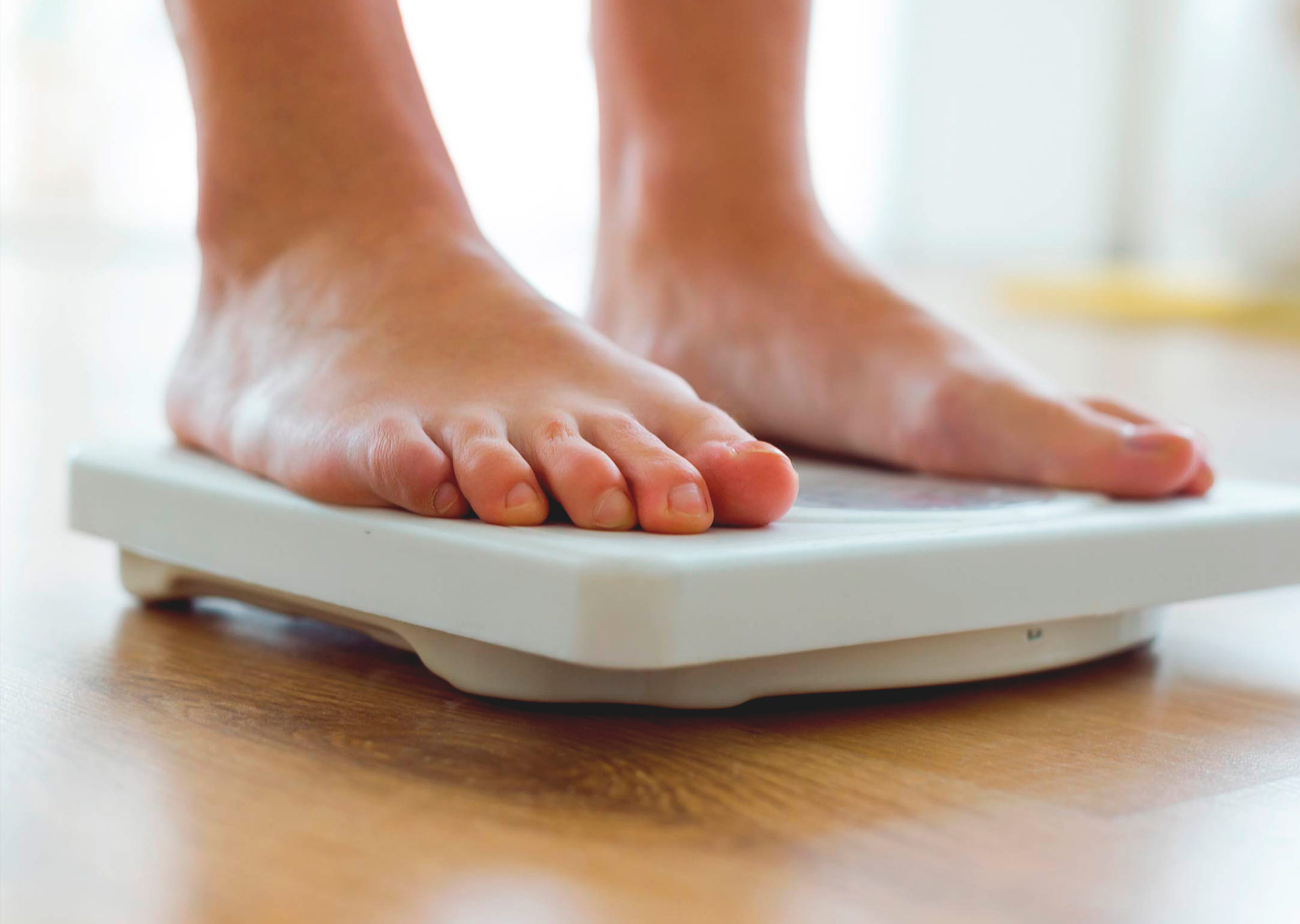 feet-on-scale-measuring-weight-loss-from-ginger-root-organicnewsroom