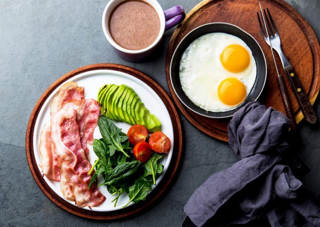 keto-diet-foods-on-plate-breakfast