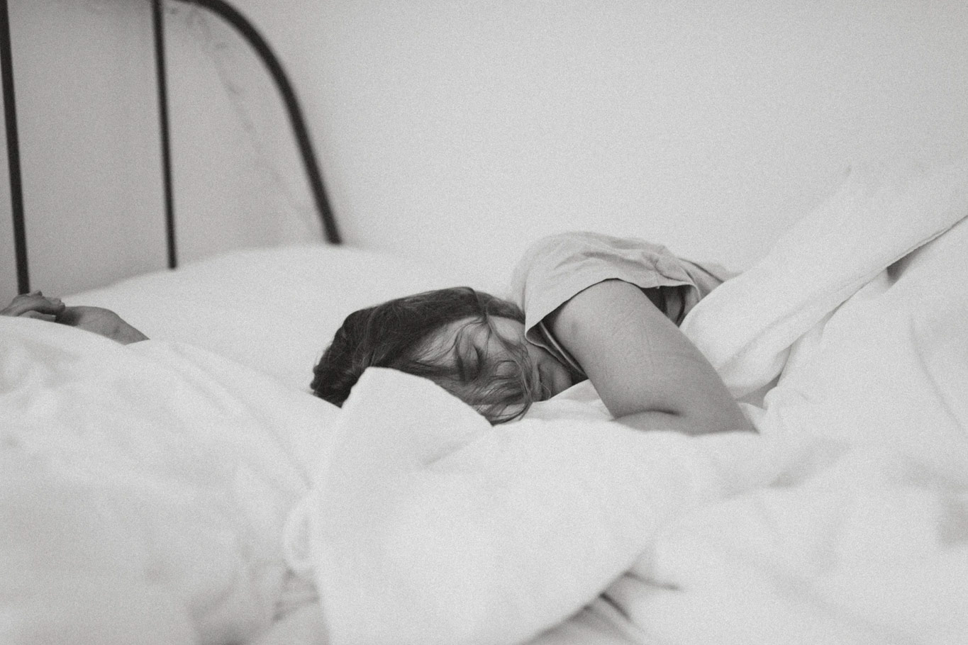 sleeping-woman-black-and-white